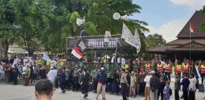 Ormas Keagamaan di Solo Protes Ornamen Proyek Jalan Mirip Salib