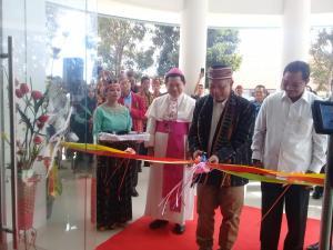 Bupati Deno dan Uskup San Dampingi Menteri Mohamad Nasir Resmikan UKI St. Paulus