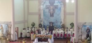 Uskup San Tahbiskan 6 Imam OFM di Paroki St. Fransiskus Asisi Karot