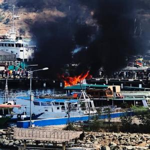 Kapal Wisata KM Matabari Terbakar di Labuan Bajo