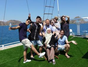 Kunjungi Labuan Bajo, Maia Estianty dan Keluarga Naik Jet Pribadi