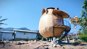 Uniknya Penginapan Rumah Telur `Homepod` di Kampung Cecer, Mabar