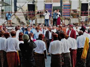 Buka Festival Pranata Adat, Bupati Deno Ajak Dirjen Kemendes PDTT Main Gasing