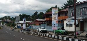 Cegah Covid-19, Pemkab Manggarai Pasang Banner Himbaun di Kota Ruteng