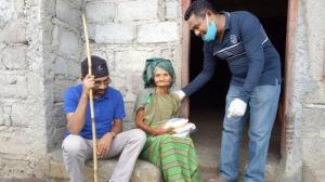 Komunitas Tinja Ternak Ngada Bagikan Beras Untuk Warga di Mangulewa