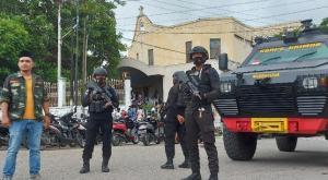 Polisi dan Banser NU Jaga Gereja di Kota Kupang