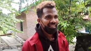 Fransiskus Tak Mau Cuci Jaket Merah dari Jokowi, Sempat Was-was karena Pakai Celana Berlubang