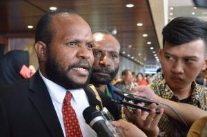 Bahas Otsus Papua, Marthen Douw: Kami Hitam, Tapi Hatinya Putih
